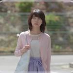 あなそれ8話の波瑠着用のピンクカーディガン、ブルーのスカートや黒の花柄ワンピースのブランドは?